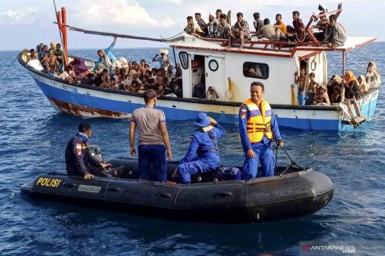 Pengungsi Rohingnya terdampar di perairan Aceh