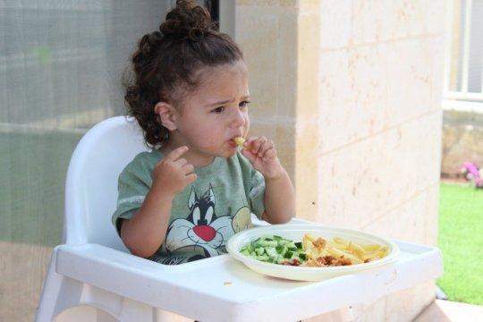 Ajari anak patuhi jadwal makan dan tidur sejak bayi