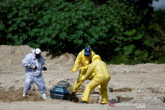 Tim medis Indonesia mengubur jenazah COVID-19 layaknya binatang? Ini faktanya