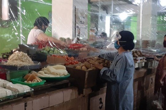 Pemkot Surabaya diminta identifikasi pedagang pasar terpapar COVID-19