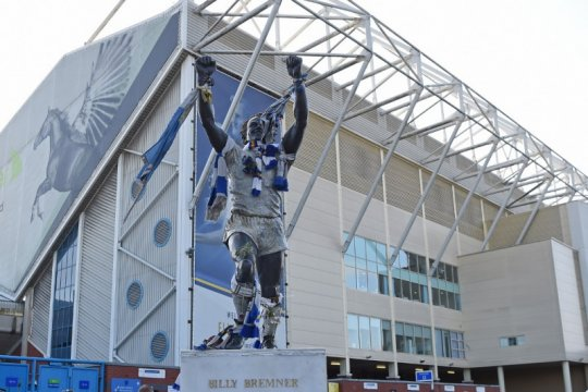 Fans usil taruh gambar Osama bin Laden di stadion Leeds United