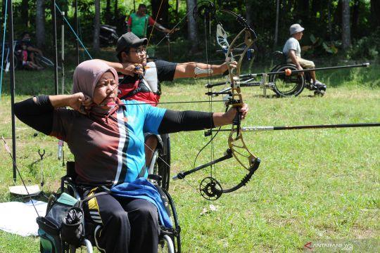 Latihan atlet paralimpik panahan