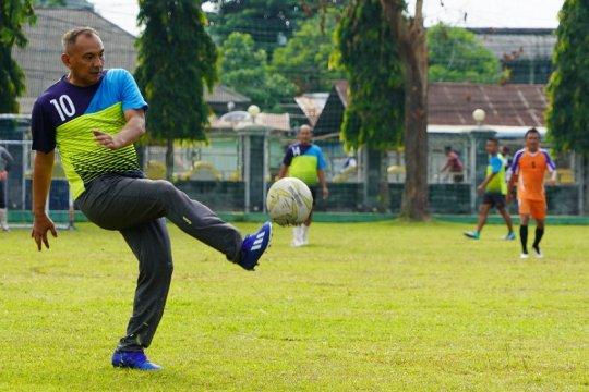 Brigjen TNI M Zulkifli, olah bola di kampung halaman