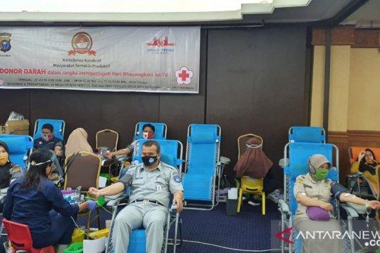 Karyawan Jasa Raharja Riau donor darah meriahkan Hari Bhayangkara