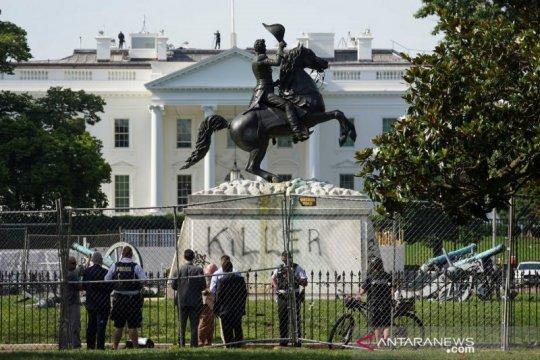 Trump tetap di Washington untuk lindungi ketertiban