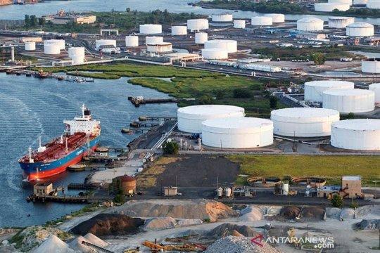 Harga minyak turun tertekan lonjakan kasus COVID-19 dan produksi AS