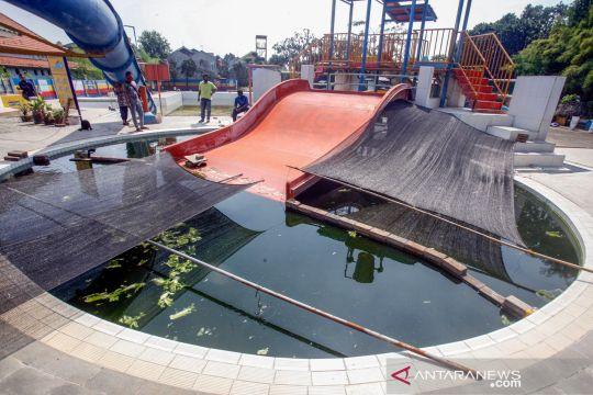 Terimbas pandemi COVID-19, kolam renang beralih menjadi kolam lele