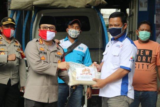 Buruh terdampak COVID-19 di Tangerang mendapat bantuan beras