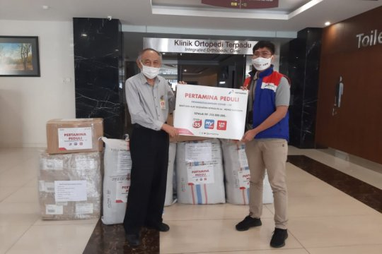 Pertamina gelontorkan ribuan APD di dua RS Surabaya