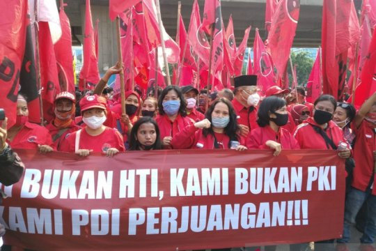 Simpatisan PDI Perjuangan demo Polres Jakarta Utara