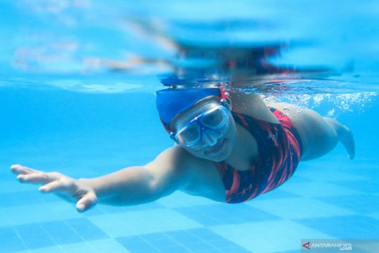 Latihan mandiri atlet timnas putri underwater hockey