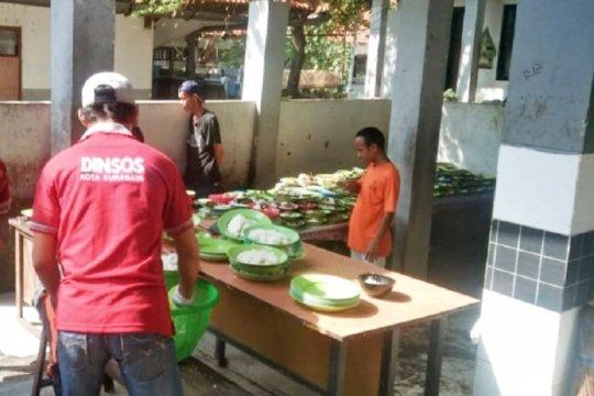 Pelanggar protokol kesehatan di Surabaya disanksi beri makan ODGJ