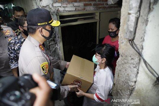 Polri salurkan bantuan sembako ke komunitas Buddha di Jakarta Utara
