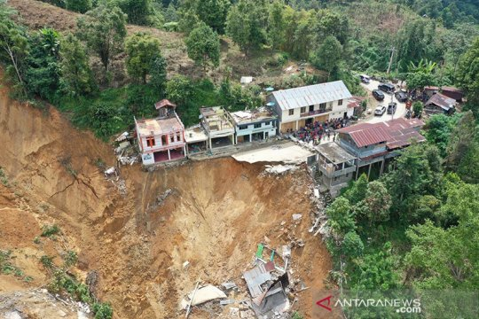 Alih fungsi lahan diduga penyebab longsor poros Palopo-Toraja