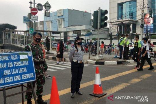 Satpol PP Jakarta Timur beri sanksi pungut sampah pelanggar CFD