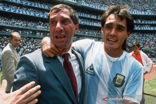 Mantan Pelatih Argentina Bilardo tidak kena COVID-19, kata saudaranya
