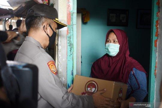 Polri salurkan bansos di Jakarta Utara