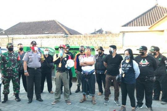 Tim Gabungan GTPP Bali edukasi protokol kesehatan di pasar desa adat