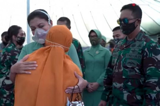 Kasad beri santunan keluarga korban kecelakaan Mil Mi-17V5 di Papua