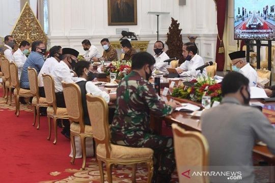 Presiden Jokowi minta para menteri buat terobosan atasi COVID-19