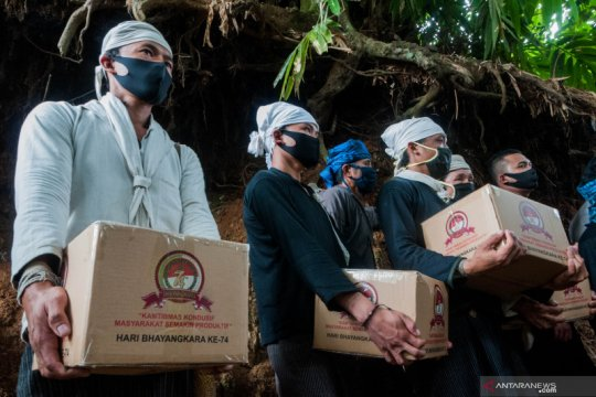 Polisi gelar bakti sosial di Desa Kanekes suku Baduy