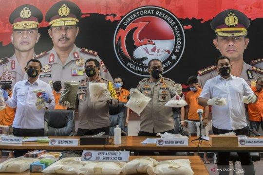 Kemarin, Tugu Sudirman bermasker hingga napi narkoba diciduk di Senen