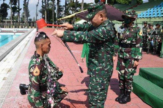 Taruna Akademi Militer lakukan tradisi pesta air