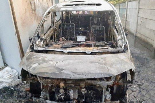 Kronologi terbakarnya mobil mewah Via Vallen