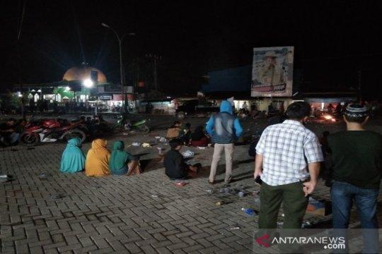 Demonstrasi penolakan TKA jadi tontonan warga Desa Ambaipua