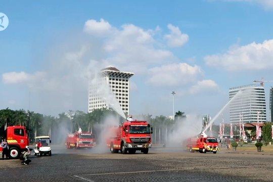 Penyemprotan disinfektan di kawasan Monumen Nasional