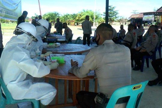 Rawan penularan, personel Brimob Aceh jalani tes cepat COVID-19