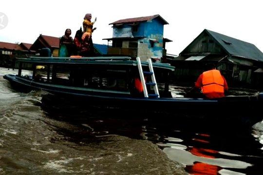 Menyusuri senja di Sungai Mentaya