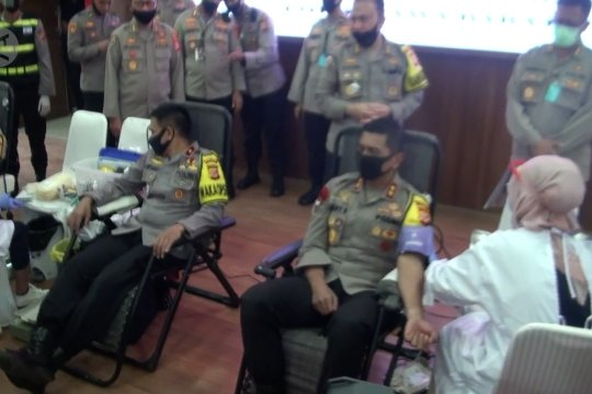 Peduli COVID-19, 250 anggota Polda Jabar gelar aksi donor darah