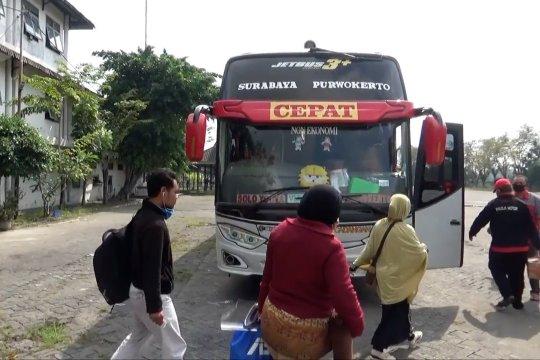 Penumpang dibatasi, harga tiket bus naik  40 persen