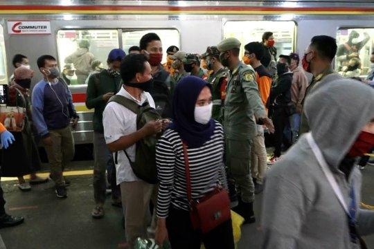 Penumpang KRL di Bogor jalani tes cepat COVID-19