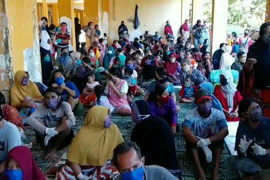Bantuan dari TNI-Polri bagi korban banjir rob di Kota Pekalongan