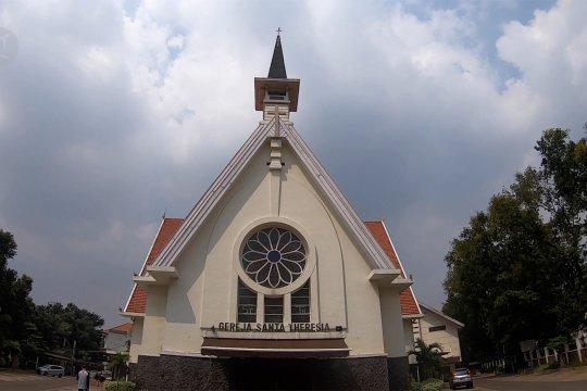 Sejumlah gereja di Jakarta masih terapkan misa daring