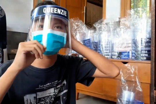Warga Madiun produksi pelindung wajah beromzet jutaan rupiah