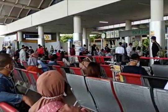 Calon penumpang ramaikan Bandara Depati Amir Pangkalpinang