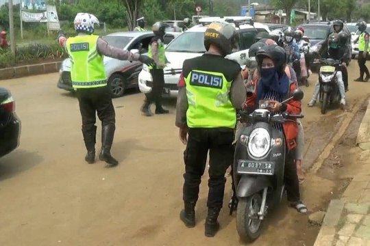 Polisi batasi kendaraan wisatawan menuju Pantai Anyer