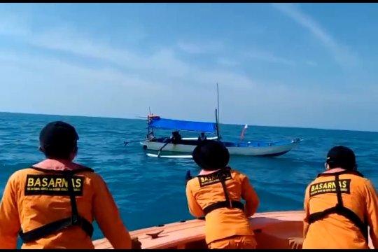 SAR gabungan evakuasi tiga korban kapal terbalik yang ditemukan nelayan