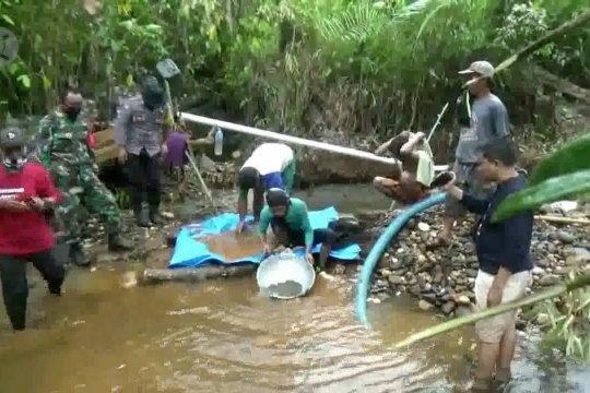 Mendulang emas di Sungai Landaka Kabupaten Kolaka