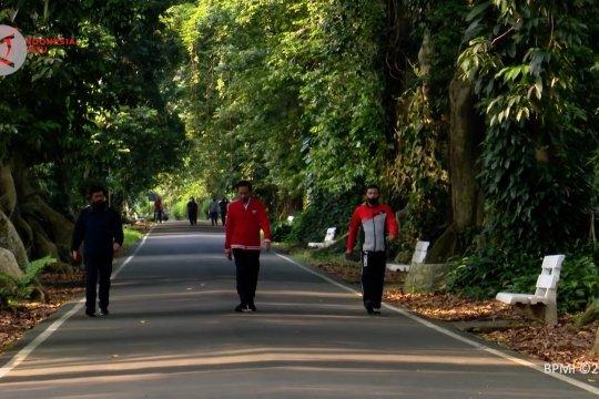 Presiden berolahraga di Kompleks Istana Kepresidenan Bogor