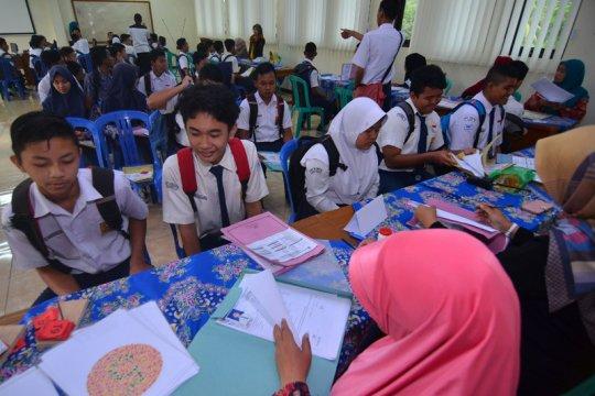 Dua dana BOS kini juga menyasar sekolah swasta