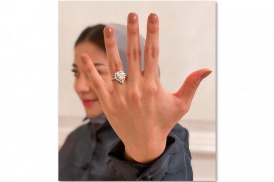 Dilamar kekasih, Nikita Willy pamer cincin berlian