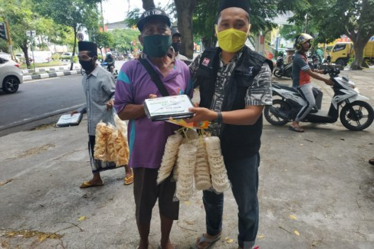 1.400 paket makanan disalurkan ACT NTB-Bank Dinar bagi warga terdampak