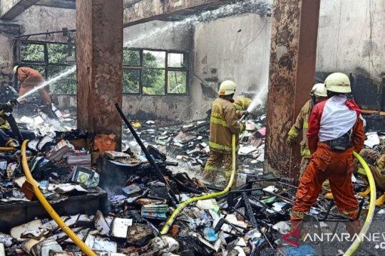 Tujuh ruangan terbakar, PPDB SMAN 100 terhenti