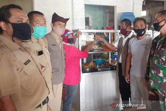300 warung rakyat di Banyuwangi terima sertifikat normal baru