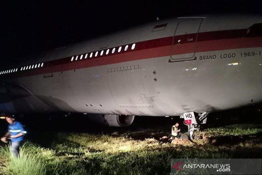 Pesawat Garuda terperosok, keluar landasan Bandara Sultan Hasanuddin