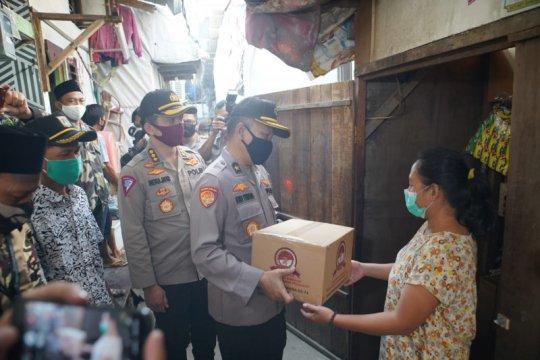 Polri beri 7.300 sembako untuk buruh dan mahasiswa perantauan